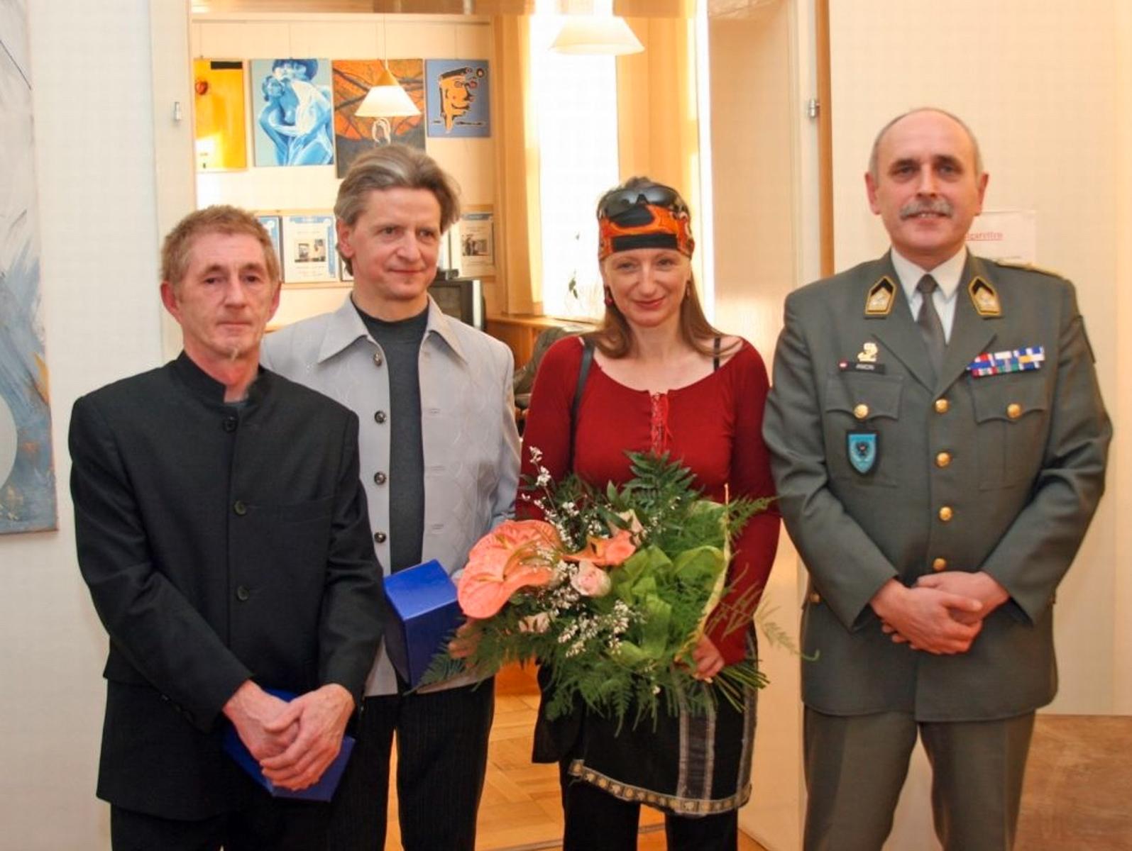 Caren Dinges  in ihrer Ausstellung in der Kaserne Götzendorf 2015