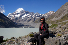 Caren Dinges 2014 vor dem Mount Cook, Neuseeland