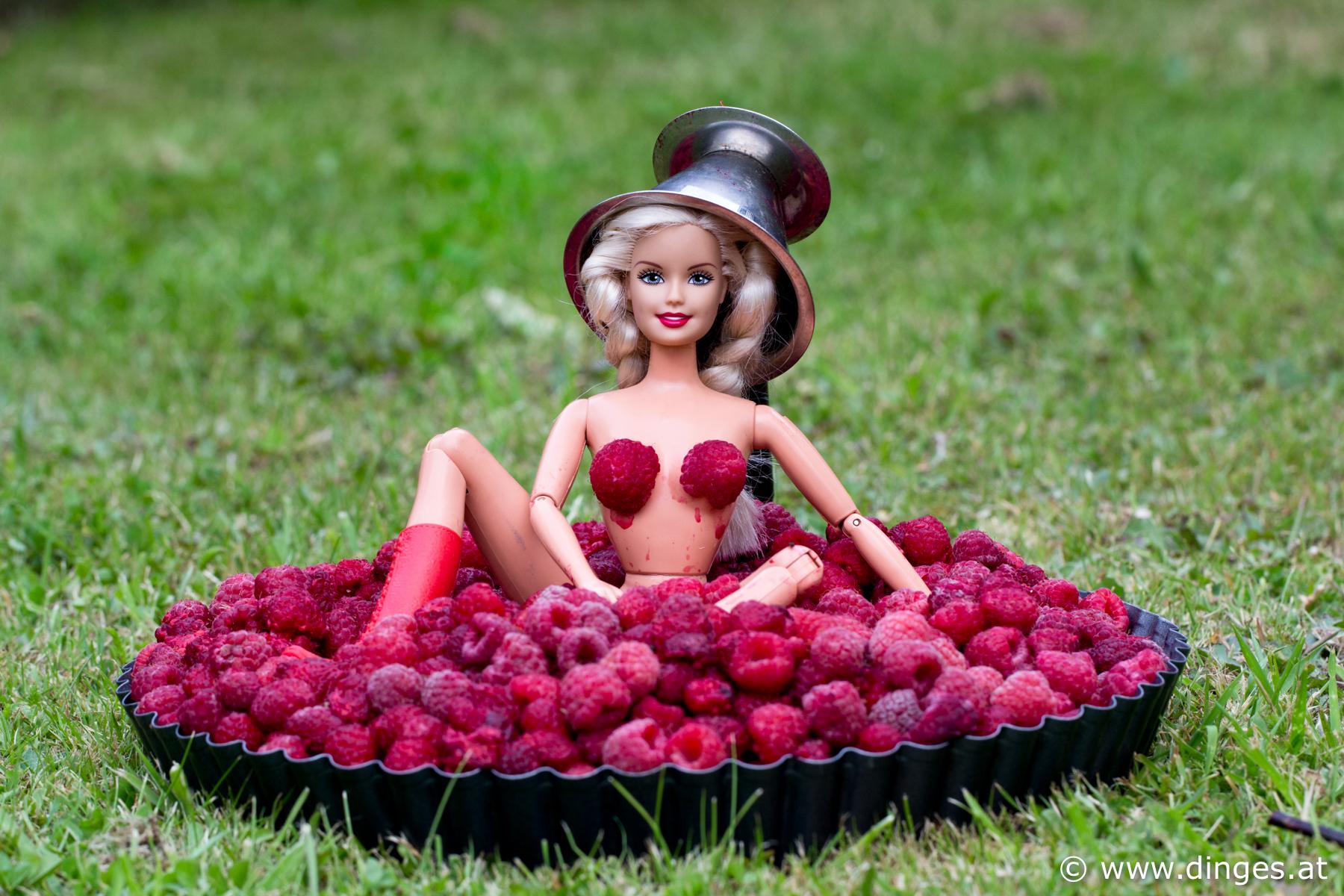 """Aus der Serie """"Eve cooking"""" lambda C PriAus der Serie """"Eve cooking"""" Lambda C Print auf Alu Dipond, Auflage 4 Stücknt auf Alu Dipond, Auflage 4 Stück"""