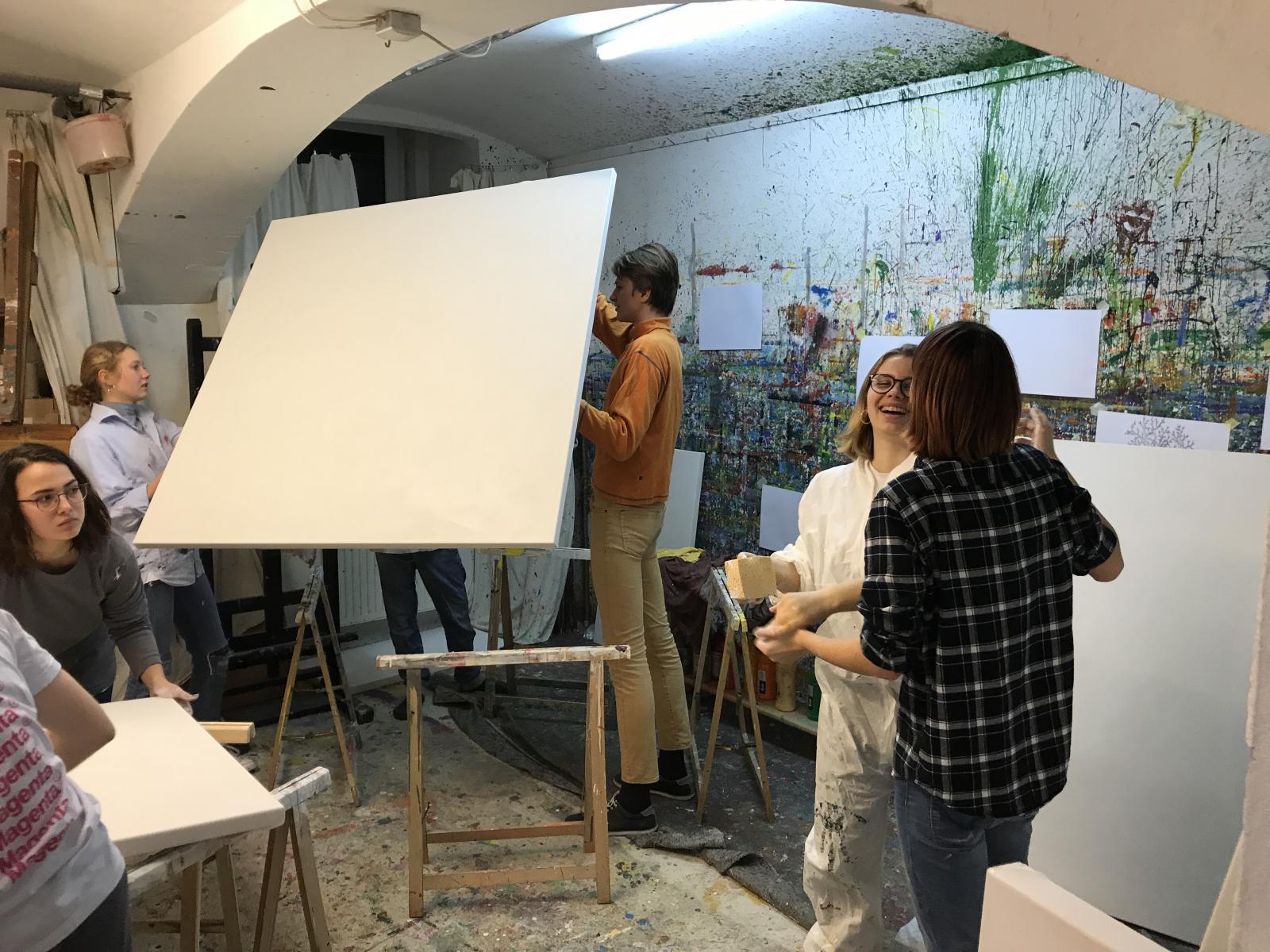Workshop Maturaklasse, Leinwand bauen & Aktionsmalen